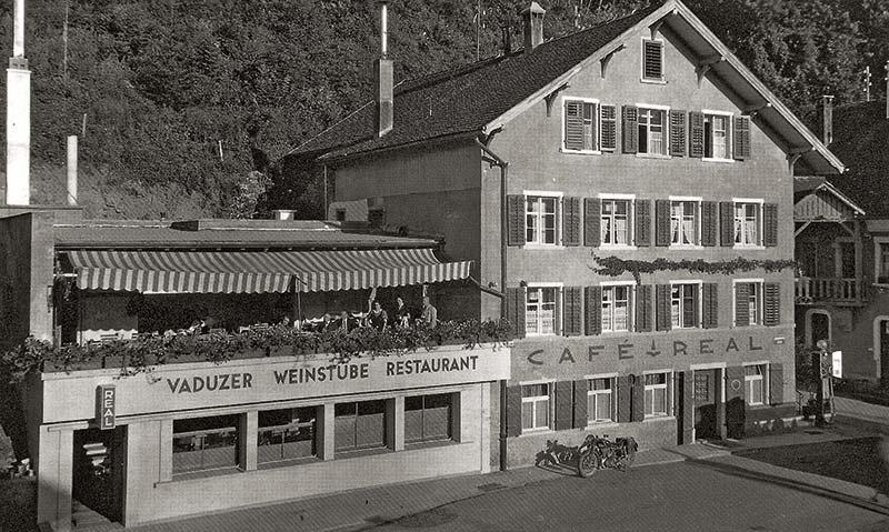Das Café Real nach dem Anbau des Restaurants und der Weinstube.
