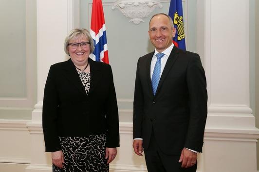 Norwegische-europaministerin-zu-besuch-in-vaduz[Adrian Hasler am 14.4.2016]